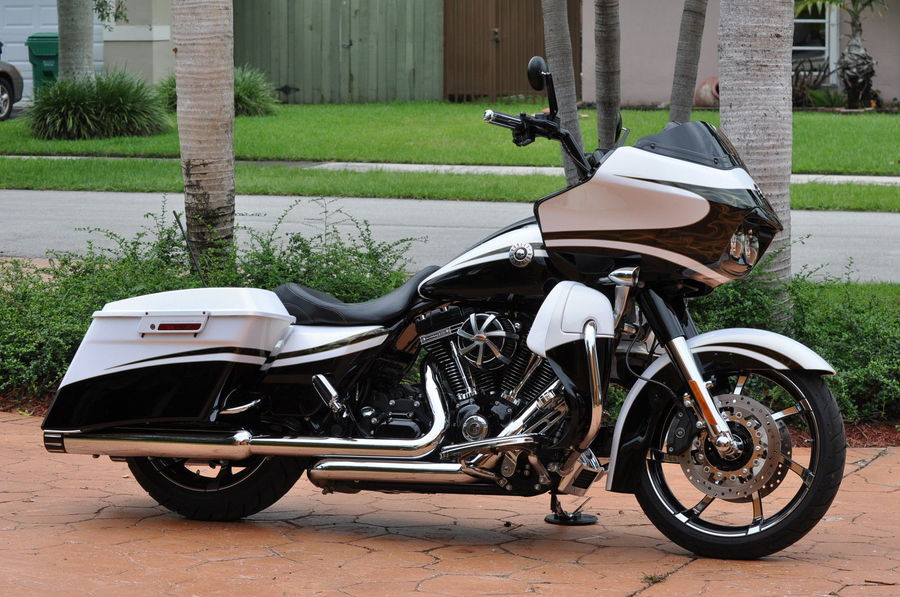 used 2012 harley-davidson road glide custom in miami , florida 33135