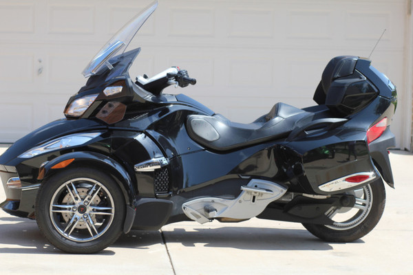 can am brp motorcycles reviews prices photos and. Black Bedroom Furniture Sets. Home Design Ideas